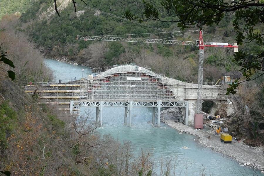 Αγιασμός των υδάτων στην αναστηλωμένη Γέφυρα Πλάκας