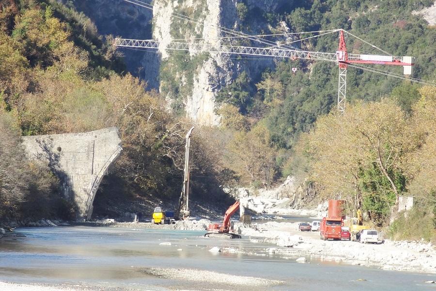 Γέφυρα Πλάκας: Αναπληρώνεται το χαμένο έδαφος